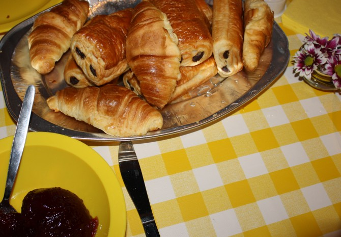 CBS food croissants 670